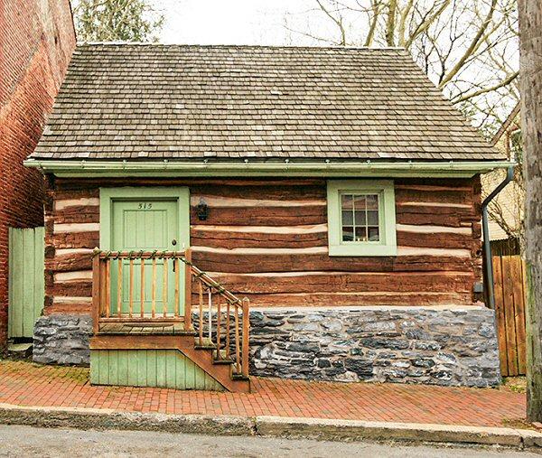 Howard Ave Log House 444